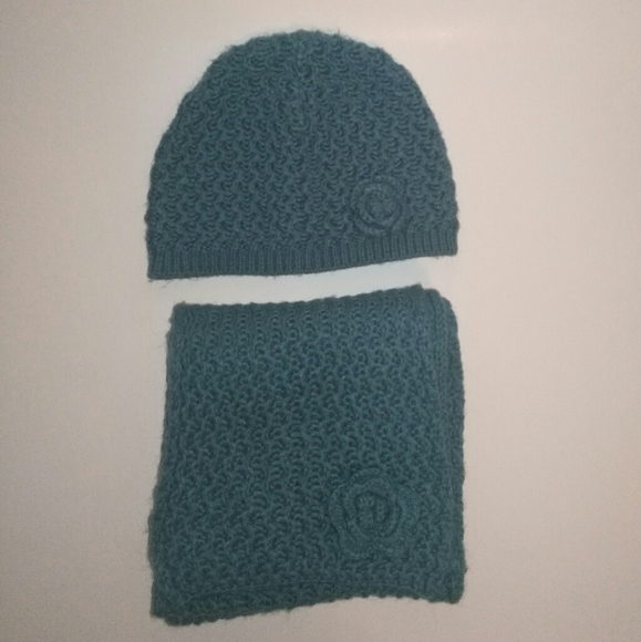 Teal hat and scarf set